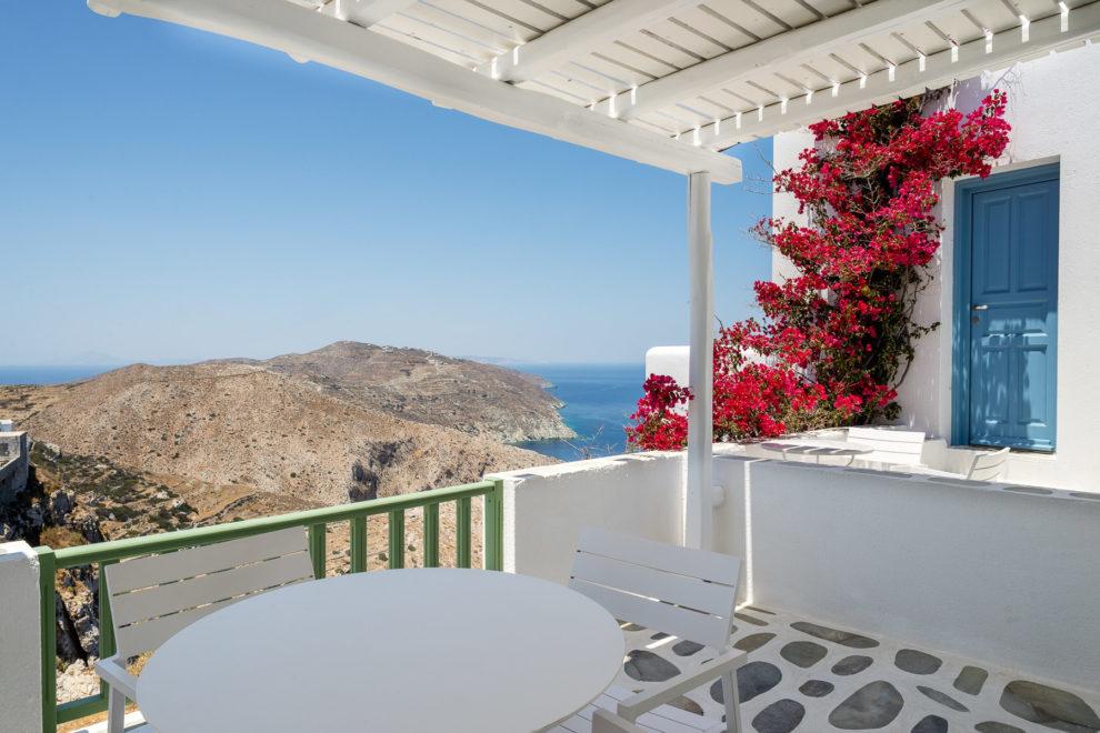 anemomilos-apartments-folegandros-green-studios-04