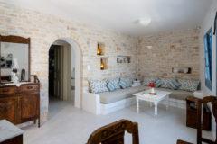 anemomilos-apartments-folegandros-the-suite-01